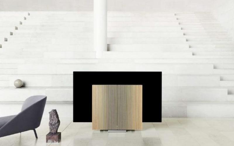 Bang & Olufsen Marbella presenta su nuevo producto estrella en la galería Isolina Arbulu