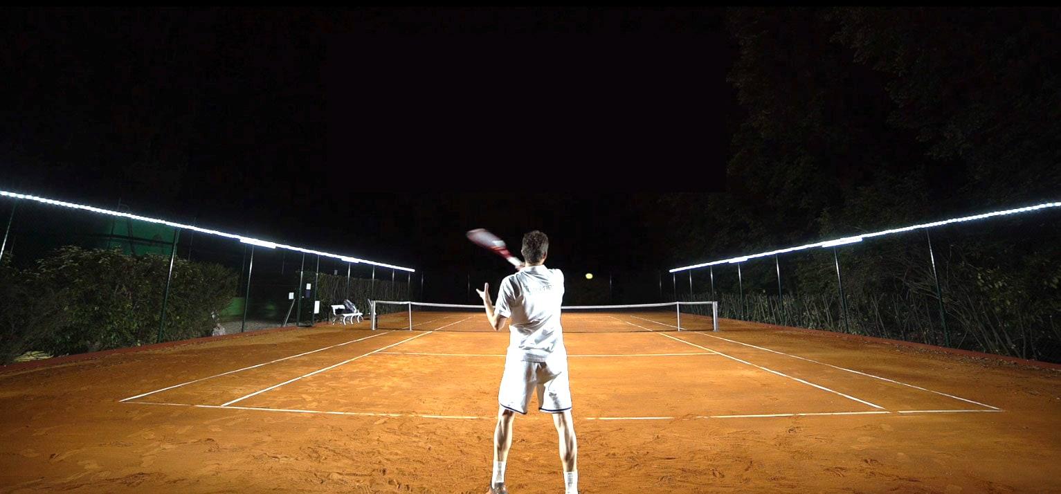 Tweener, the perfect lighting for tennis practice